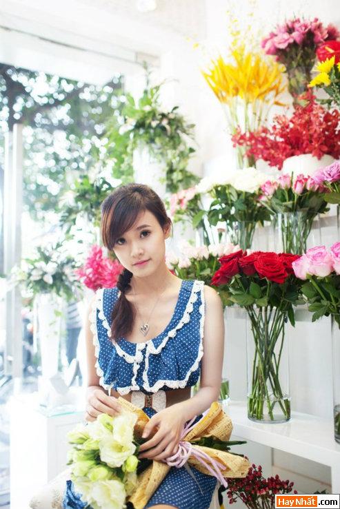 Hot girl Midu rạng rỡ đón sinh nhật