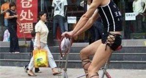 Chân dài xuống phố